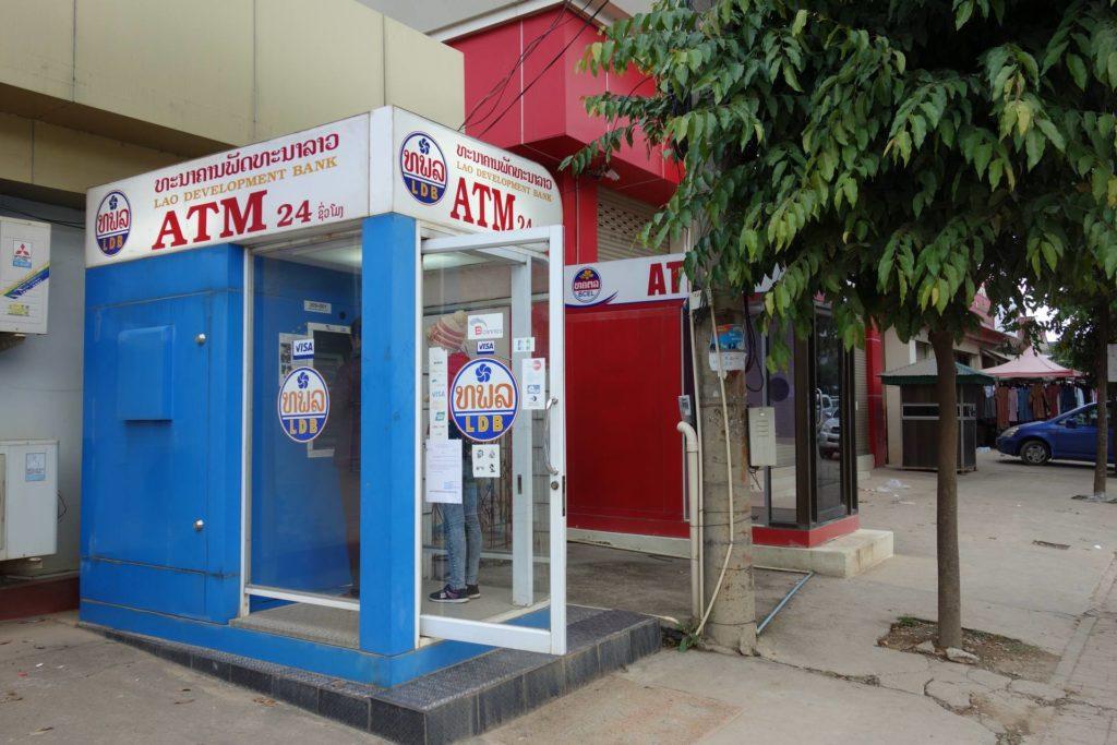 Dostępne bankomaty w Laosie
