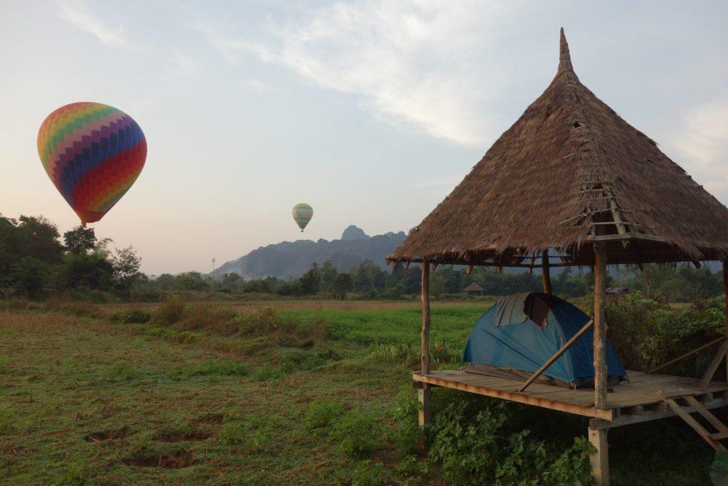 Nocleg pod namiotem w Vang Vieng
