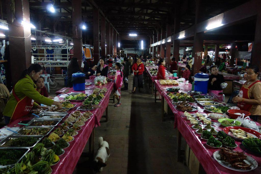 Nocny market w Laosie