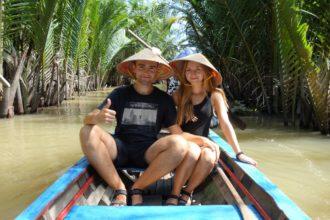 Płyniemy łódką po Delcie Mekongu