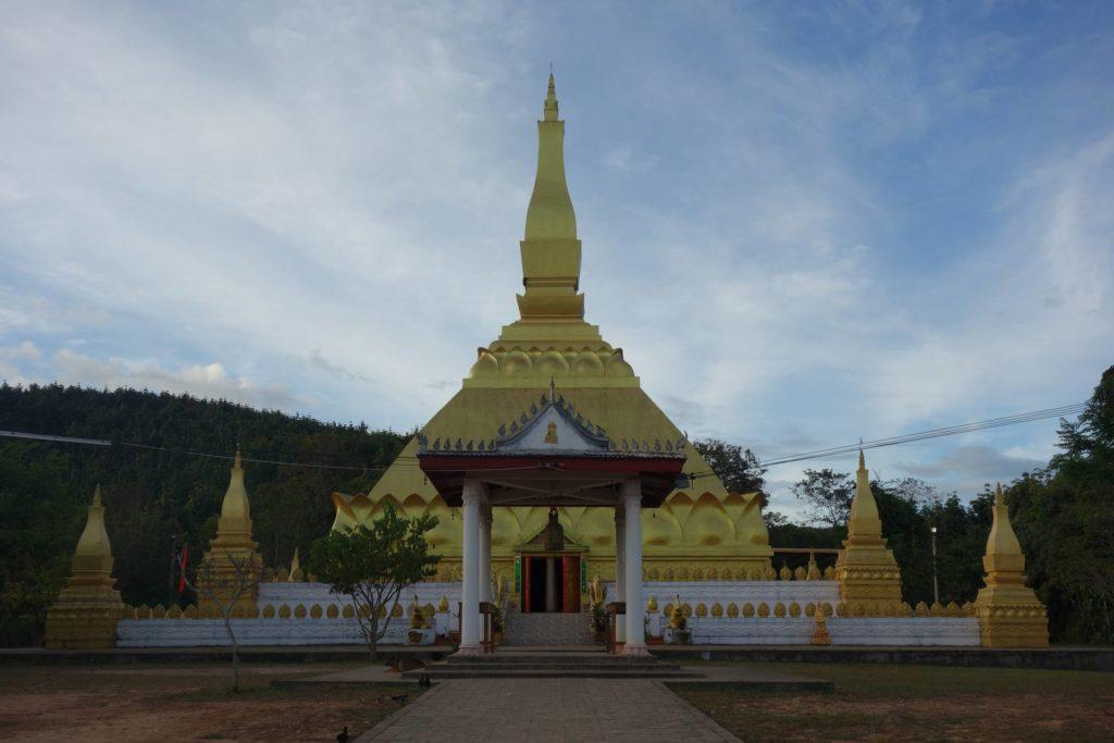 Złota Stupa górująca nad miastem Luang Namtha