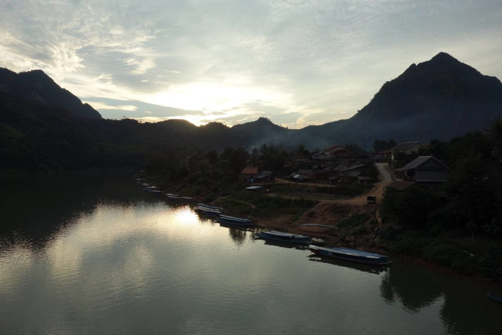 Nong Khiaw Zachód Słońca