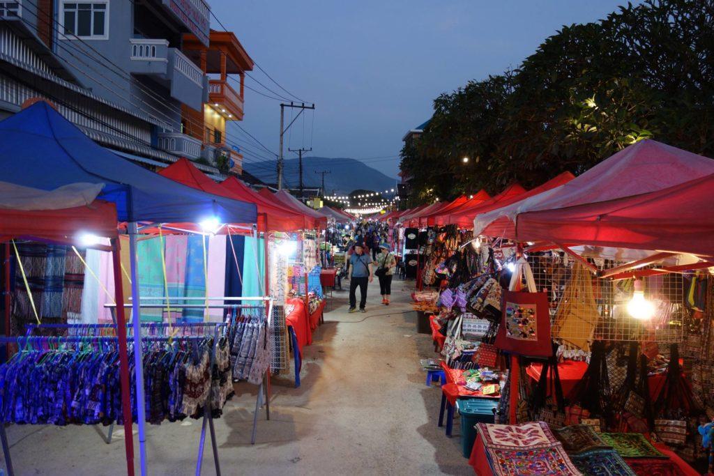 nocny market w Vang Vieng