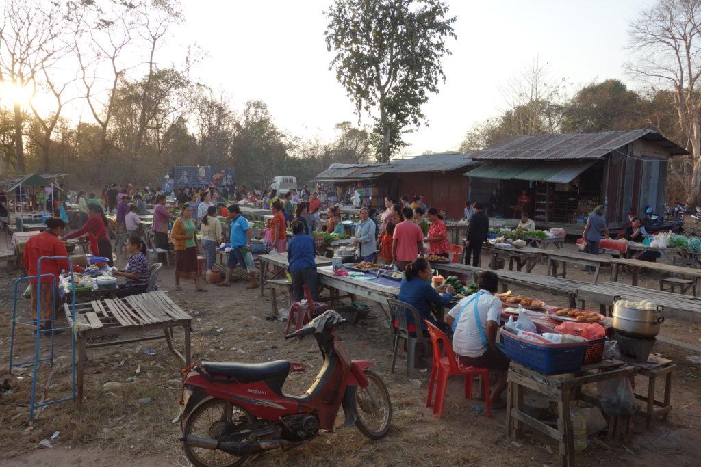 Poranny market wyspa Don Khong