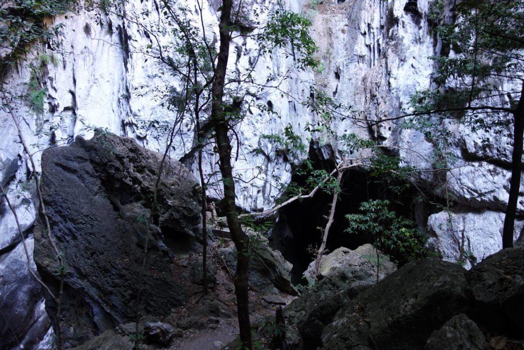 wejście do jaskini Phraya Nakon