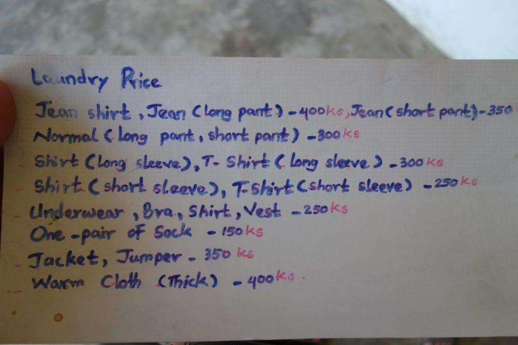 Cennik jednej z pralni w Birmie