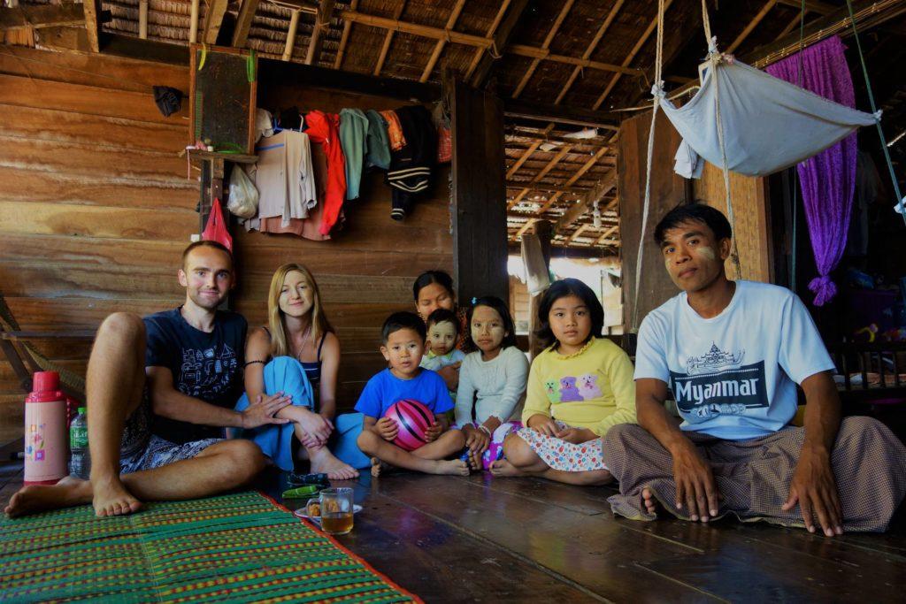Zostaliśmy zaproszeni do domu przez jednego z mieszkańców Birmy
