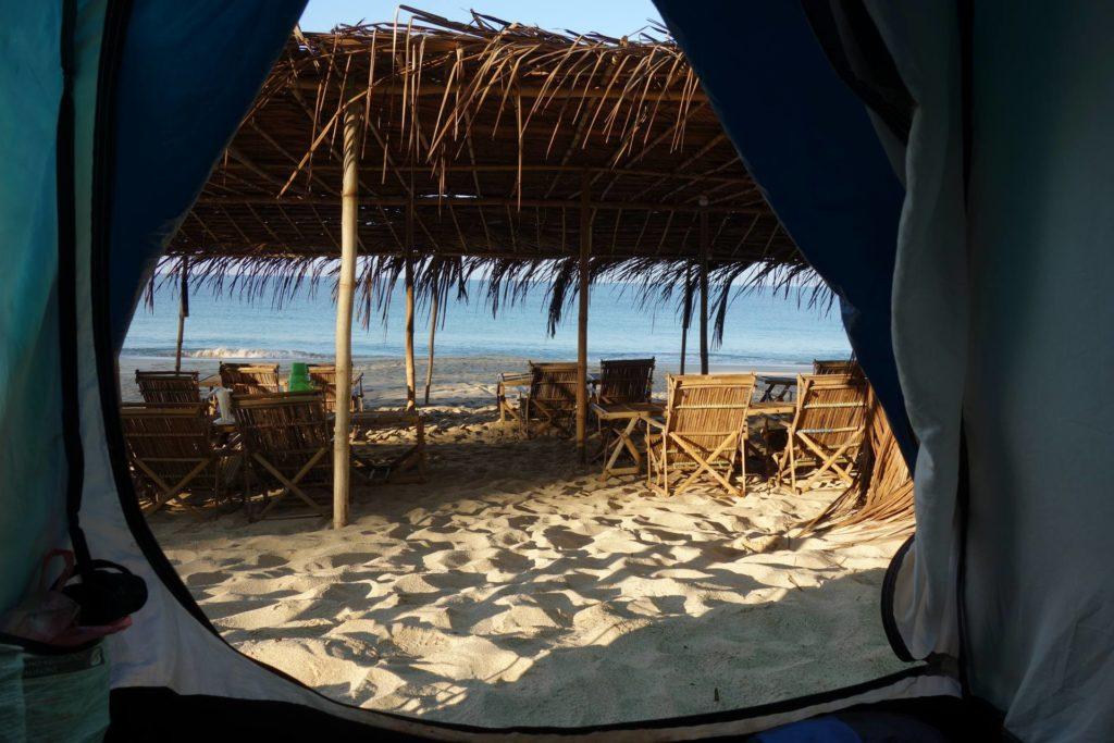 Nocleg w namiocie na plaży w Ngapali